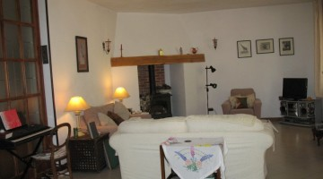 Modern centrally heated 3 bedroom property in Umbria for sale