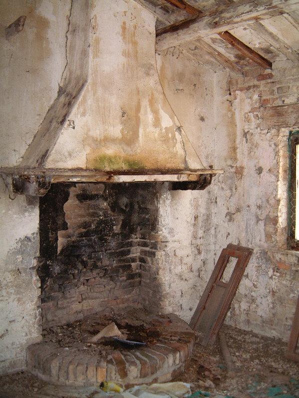 Original fireplace in Italian farmhouse